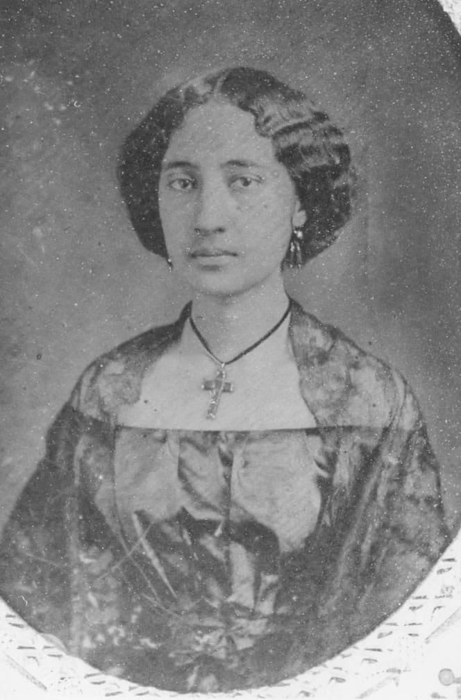 Bernice_Pauahi_before_marriage_(daguerreotypes)