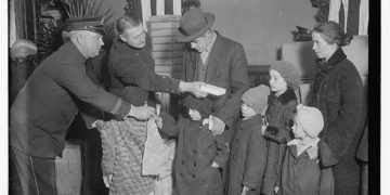 Genealogy Gifts to Give This Holiday Season