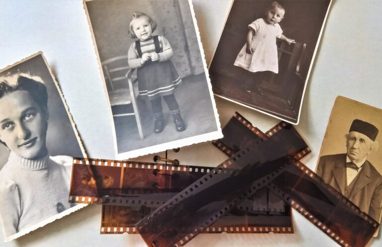 You Can Now Use Your Phone to Turn Old Negatives and Slides Into Photos