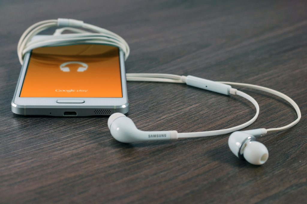 Genealogy podcasts, smartphones with earbuds